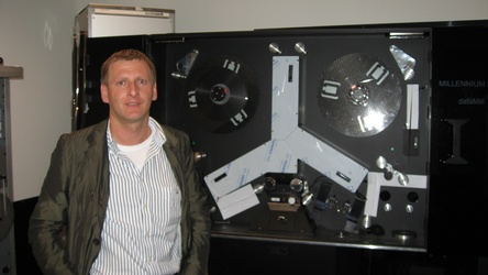 Karl Kolar in front of the scanner at AVP Video-Transfer GmbH